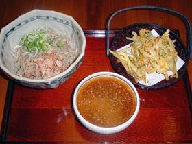 福井県産そば100%使用。麺は細・太から選べる