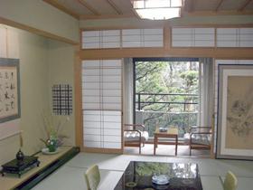 部屋食でいただく、旬の魚介と福井産米の食事
