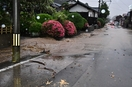 福井県内大雨で道路冠水、土砂崩れも