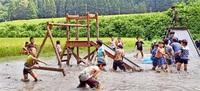 子ども泥んこ大歓声 坂井の水田、福井大生ら祭り みんなで読もう