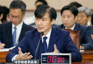 6日、ソウルの国会で開かれた聴聞会で発言するチョ国氏(聯合=共同)