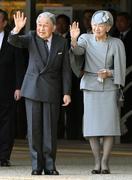 両陛下、帰京の途に