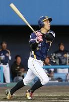 石川―福井 3回福井無死、先制の本塁打を放つ片山雄哉=17日、金沢市民野球場
