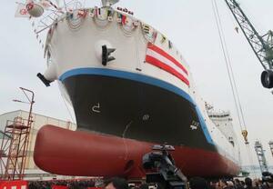 世界初となる川崎重工業の液化水素運搬船=11日午前、神戸市