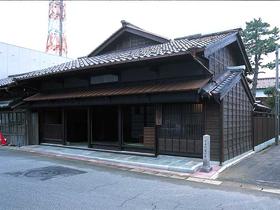 三国独特の建築様式「カグラ建て」が特徴の町家
