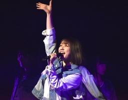 """村重杏奈=『HKT48選抜メンバーコンサート~NEW YEARも、""""しょうもないこと""""本気でやろうぜ!ヨロシクどうぞ!~』 (C)ORICON NewS inc."""