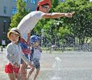 列島、猛暑続き局地的豪雨も