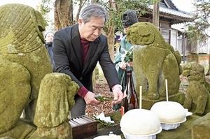 米2升分のおにぎりを供え豊作を祈った「合葉の祭り」=1月4日、福井県坂井市坂井町島の春日神社
