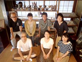 福井県若狭町以西の伝統工芸の職人らでつくる「若狭の空と海とものづくり」のメンバー(レディーフォー提供)