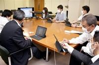 タブレット端末 県会が試験導入 ペーパーレス化へ