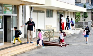 分散登校始まる、池田町は給食も開始