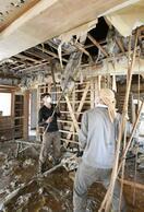 「大型サイド」豪雨浸水住宅 カビ防止、1カ月は…
