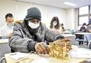 越前箪笥の技術学び留学生ペン立て作り 福井大、…