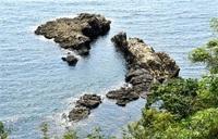 長さ60メートル、岩の列島? 南越前 隠れ写真スポットに みんなで読もう