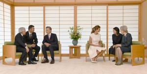 アルゼンチンのマクリ大統領夫妻と会見される天皇、皇后両陛下=20日午前、皇居・御所