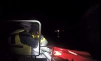 夜釣り中ボートが浸水し転覆、携帯電話や信号灯も海に水没…窮地を救った備え【敦賀海保日誌】
