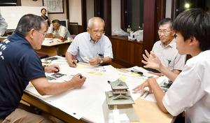 百口城主プロジェクトの制度概要を議論したワークショップ=7月17日夜、福井県の坂井市城のまちコミュニティセンター