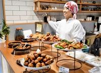 寺町通りに和総菜店 雰囲気ある場所、活気も 店をともす灯_越前市残す道続く道(1)