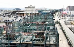 2023年の敦賀開業へ向け高架橋の建設が進む現場=福井市高柳2丁目
