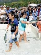魚つかみ取り、子どもたち大満足