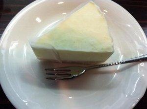 uwfc☆jf photo is sweets 松陽館~syoyokanさん では、ケーキセット=スウィーツ+ドリンクメニューがありま した。特に手づくりスウィーツは1日限定品とのことですので、 巡りあったら即オーダーを逃さないのがコツ。