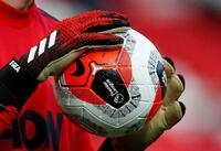 サッカー、年俸3割カットに反対