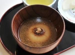 福井県小浜市に伝わる黒砂糖入りの雑煮