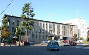 福井県越前市の市役所=2015年9月28日撮影