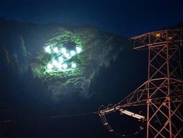 試験点灯で、城山の斜面に浮かび上がった「Z」のLED文字=12日夜、福井県永平寺町谷口から撮影