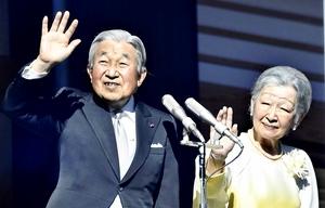 天皇、皇后両陛下=2018年1月2日、宮殿・長和殿