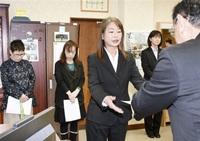 ■新任女性5人に交通指導員委嘱状