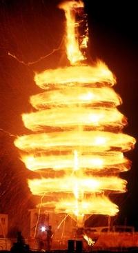 若狭おおいスーパー大火勢(おおい町) 夏夜焦がす炎、かけ声 ふくい音風景(1)