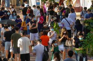 12日、香港で立法会選挙の民主派予備選投票のために並ぶ市民ら(AP=共同)