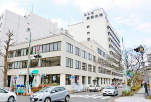 取り壊しが決まった福井県農業会館の旧館「東館」(手前の3階建てと4階建てのビル)=21日、福井市大手3丁目