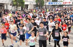 2019年に開催された第38回敦賀マラソンのランナー=2019年10月、敦賀市相生町