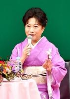 ドラマの裏話や役作りなどについて話す山村さん=10日、福井市のフェニックス・プラザ