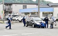 集団登校に車、75歳女を逮捕