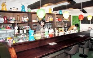 古いビルを再生した「メルカート三番街」にあるカフェ「水玉食堂」。リノベーションの動きは周辺エリアにも広がっている=11月5日、北九州市小倉北区魚町3丁目