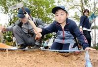 石山城跡発掘わくわく おおい 親子ら14人体験