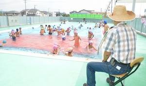 学校プール開放、市民雇用し継続