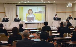 大地震を経験した自治体の首長を招き、熊本県益城町で開かれたパネルディスカッション=10日午後