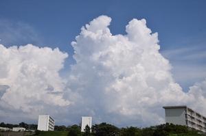ムクムクと入道雲、積乱雲…