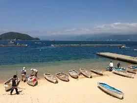 敦賀半島西浦の波穏やかな海でボート釣り体験が楽しめる