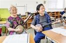沖縄戦経験者通う夜間中学 奪われた学びを再び笑…