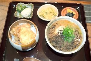 「やまとも」つるが真鯛ラーメンのセット=福井県敦賀市神楽町1丁目の「やまとも」