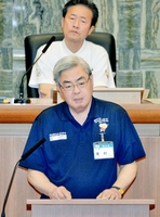 財政事情や事業縮減について福井市民に理解を求める東村新一市長=6月4日、福井市議会議場