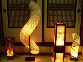 和紙を通して漏れるやさしい光が心癒すあんどん
