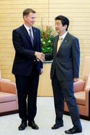 安倍首相、ハント英外相と会談
