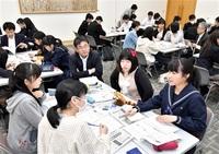 【若者2.0】高校生、新聞づくり始動 「ハッカソン」 30人、取材基本学ぶ