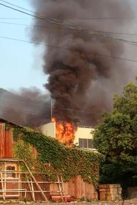 繊維工場火災で4遺体、福井